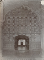 Interior of a room in the Sheesh Mahal, Amber Palace 10031582